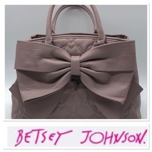🆕 Betsey Johnson pink quilted purse with bow